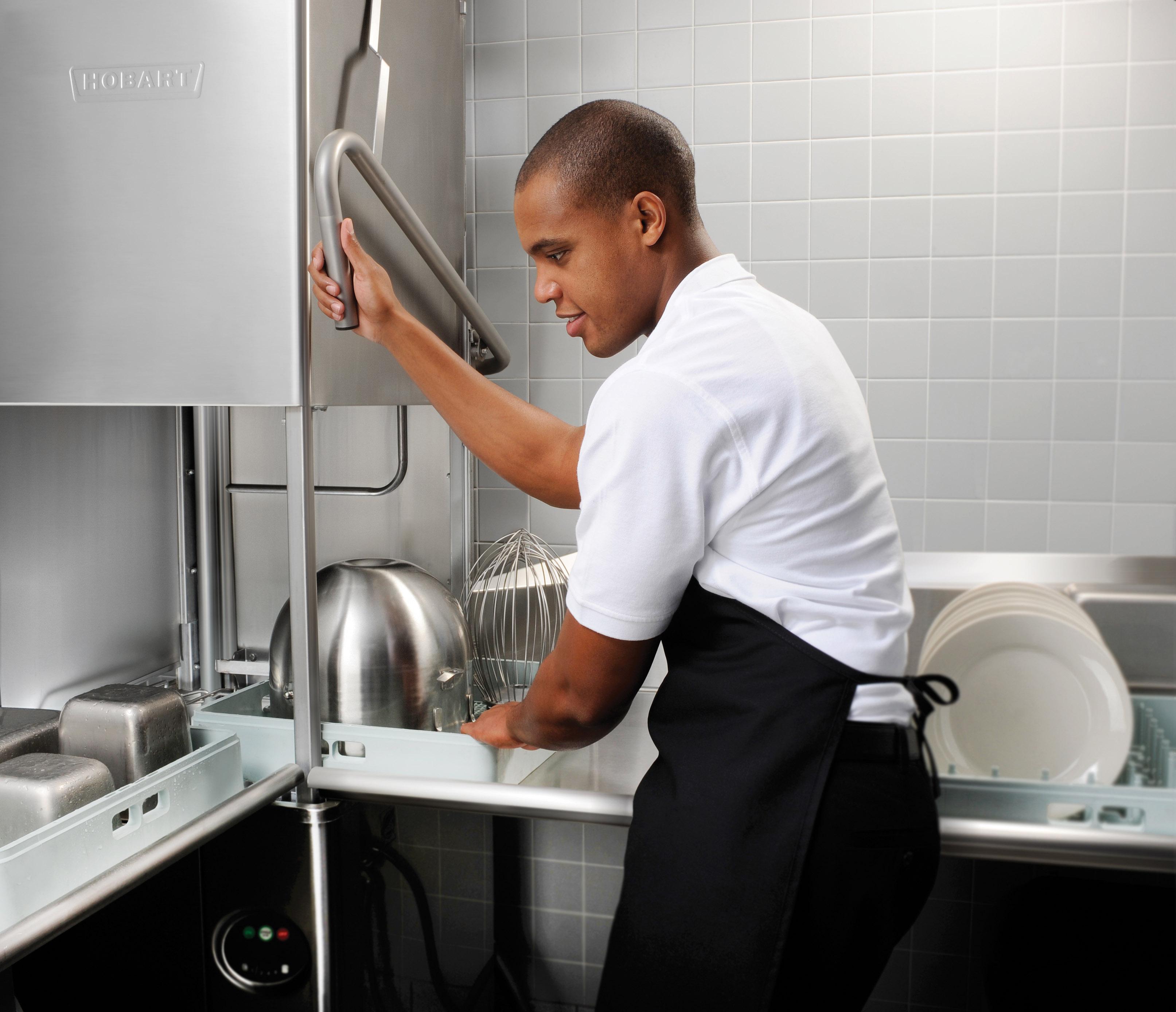 Pastor apela à participação dos homens nas tarefas domésticas
