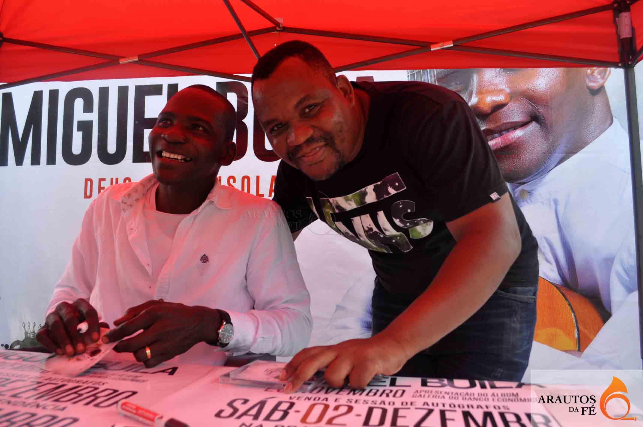 Migeul Buila com o músico Chidy