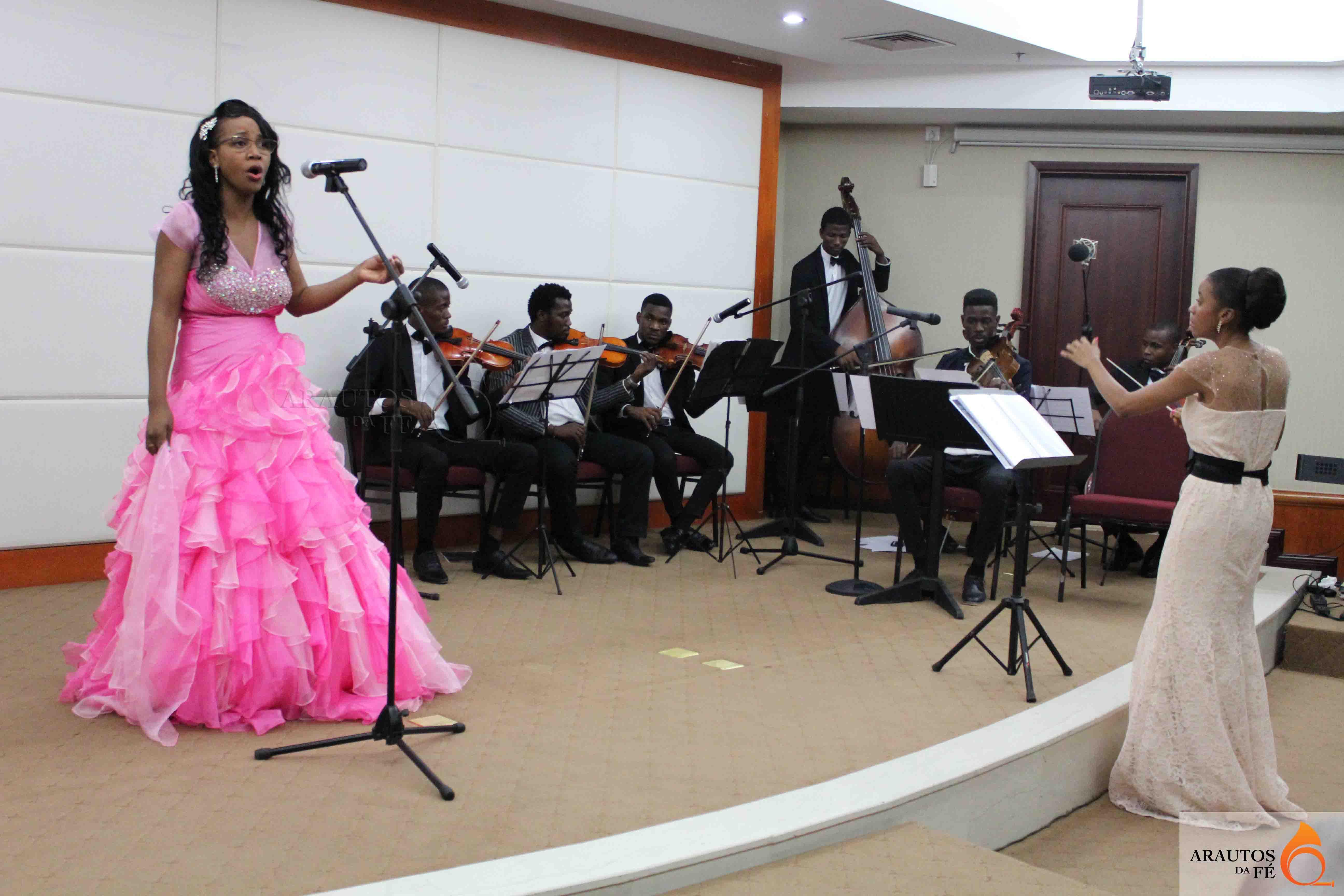 Nair Epalanga apresentou o seu primeiro CD.
