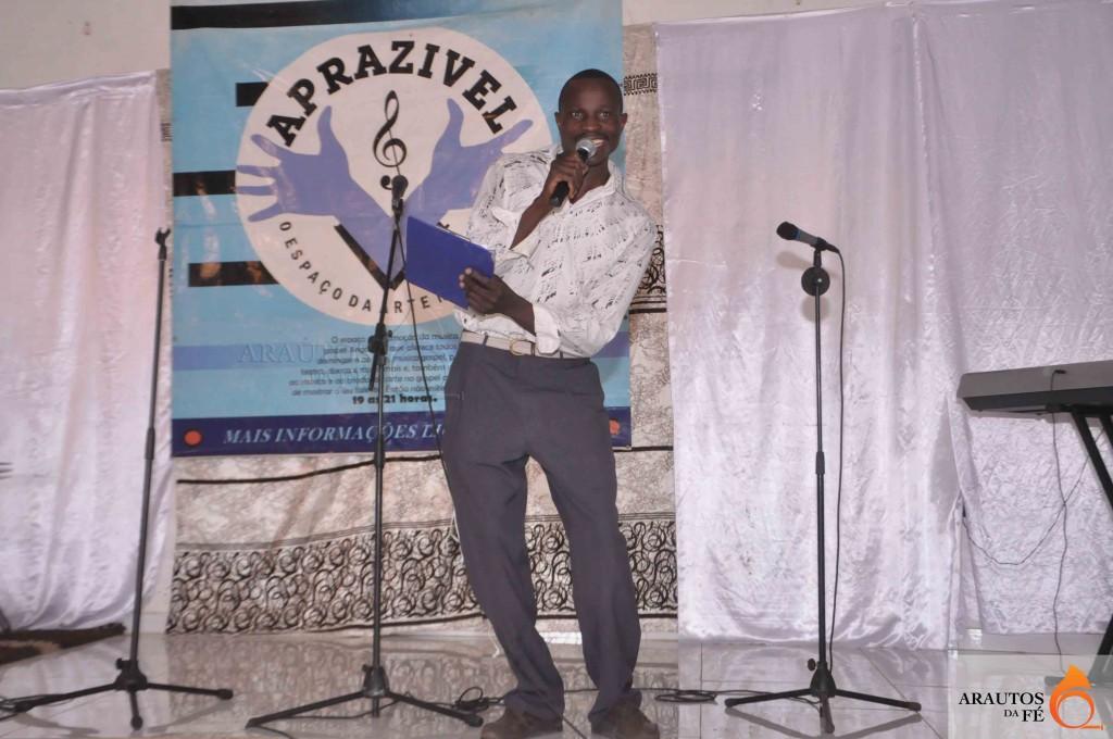 De Viana para o Huambo e depois para outras província. Israel deseja contribuir para o desenvolvimento da música gospel. (Foto: Jaime Chiquito)