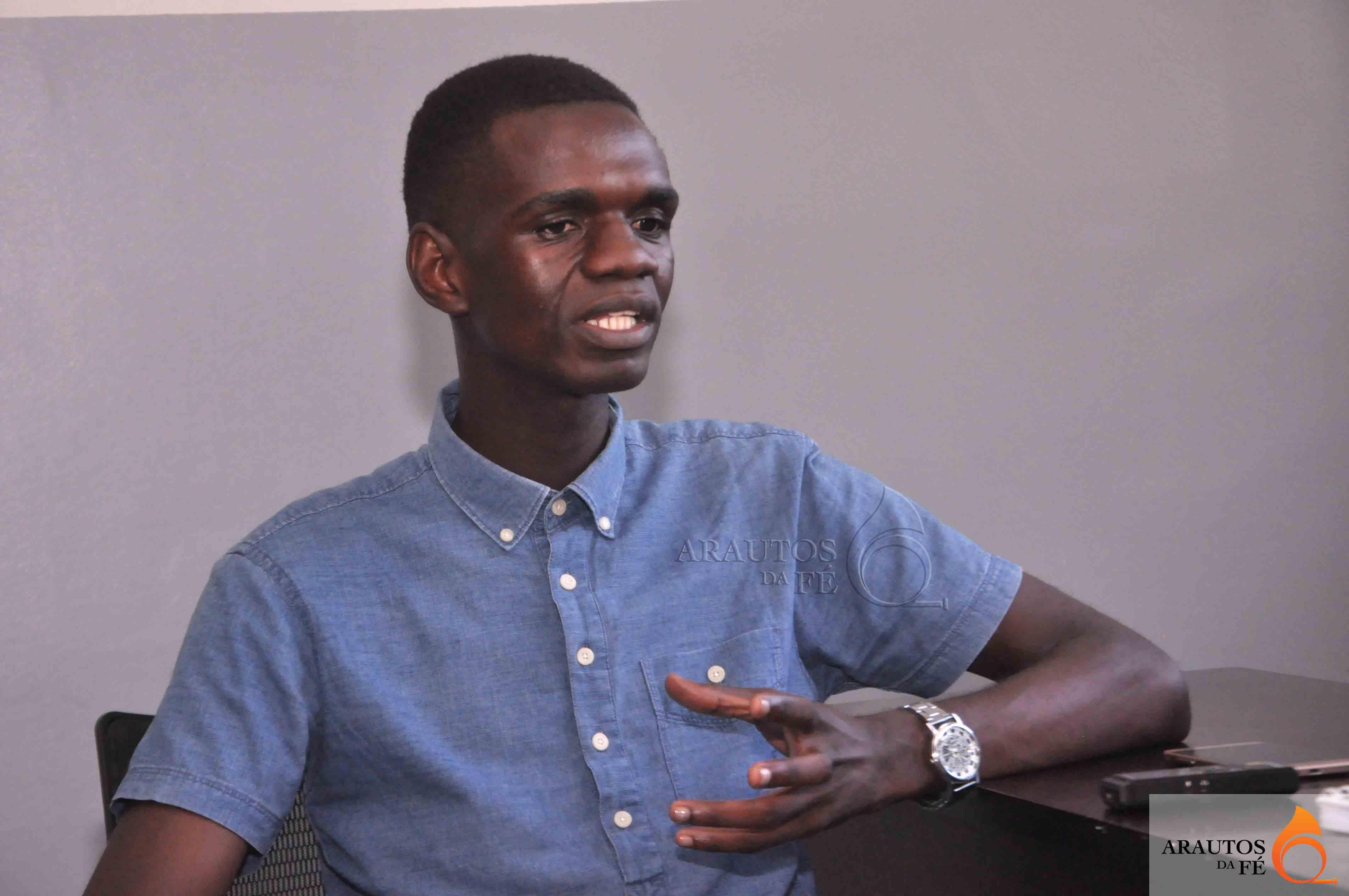 Psicologo clínico Fernando Kawendimba. (Foto: Jaime Chiquito)