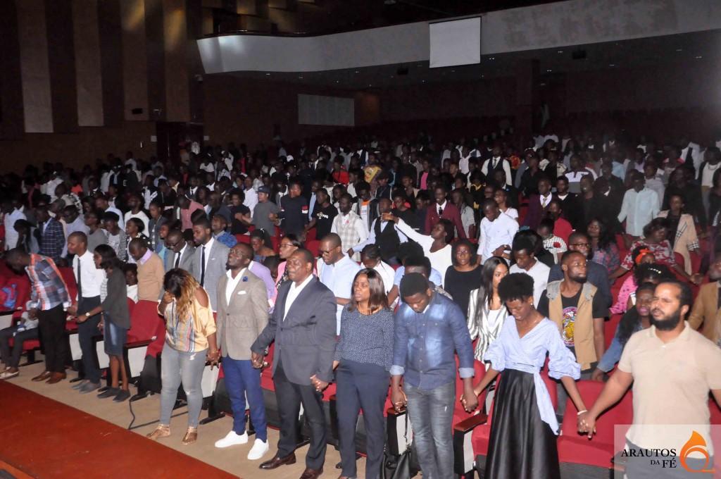 Dentre as centenas de participantes, estiveram líderes religiosos e artistas. (Foto: Jaime Chiquito)