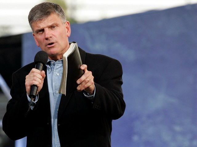 Pastor Franklin Graham enfenta dificuldades para realizar campanha evangelística