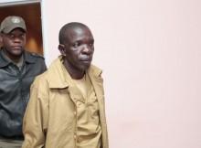 José Julino Kalupeteca, no seu julgamento no Tribunal Provincial de Huambo, Angola