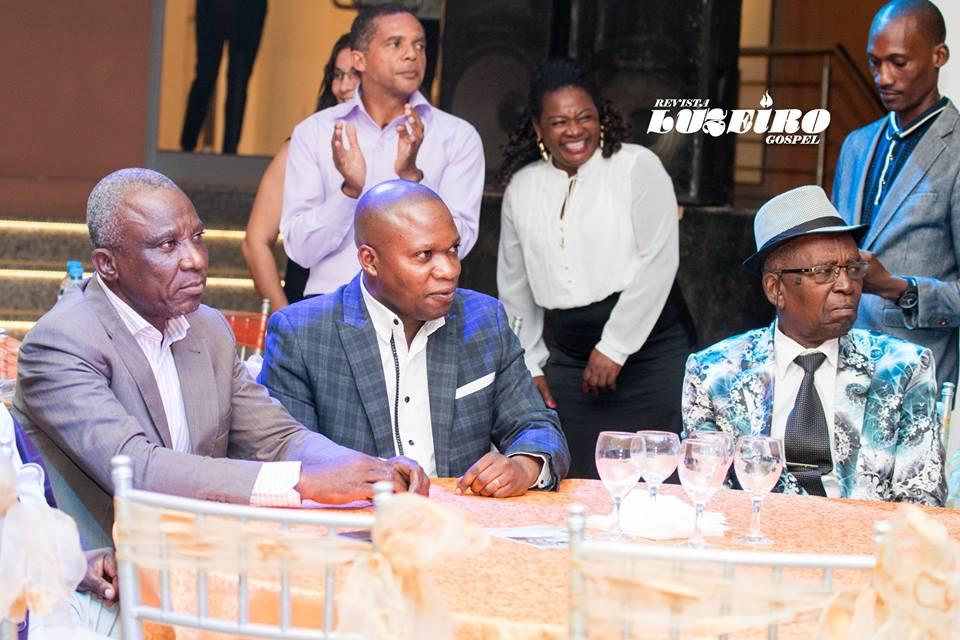 Nonagenário  Joaquim Manuel (com chapéu a cabeça), é dos principais responsáveis pelo crescimento da Assembleia de Deus Pentecostal (ADP) em Angola.