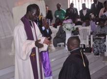 Reverendo Laurindo Kangombe presidiu o acto de posse. (Foto: Jaime Chiquito)