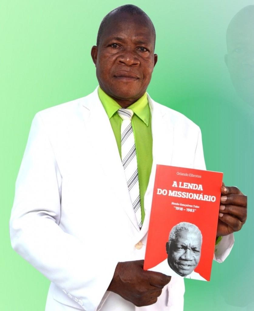 Reverendo Julião Tchundo Katemba, um dos autores da obra.