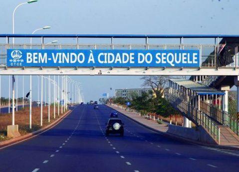 Assaltantes levaram o cofre da Paróquia de São João Paulo II, na Cidade do Sequele. (Foto: Edições Nov.)