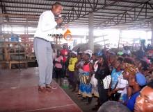 Várias pessoas responderam positivamente o apelo feito pelo pastor David Elonga