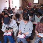 Chineses em igreja domiciliar. (Foto: Open Doors)