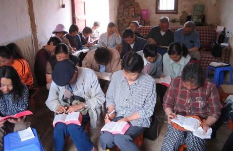 China promete recompensas até US$ 1.500 para quem denunciar cristãos