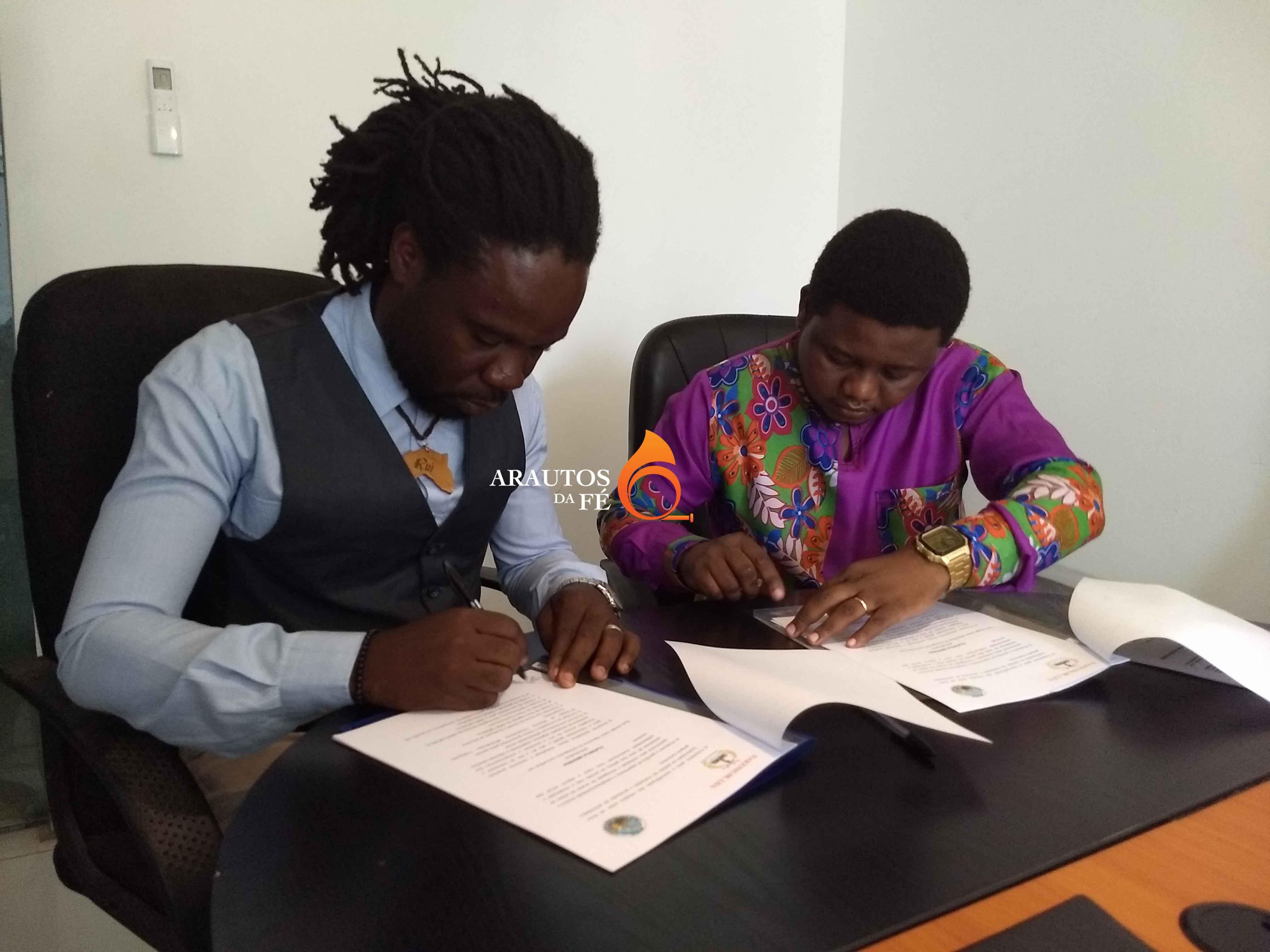 Rui Last Man, pela Sanjuka e Luís Capoco, pela Asso-Música, assinaram o acordo.