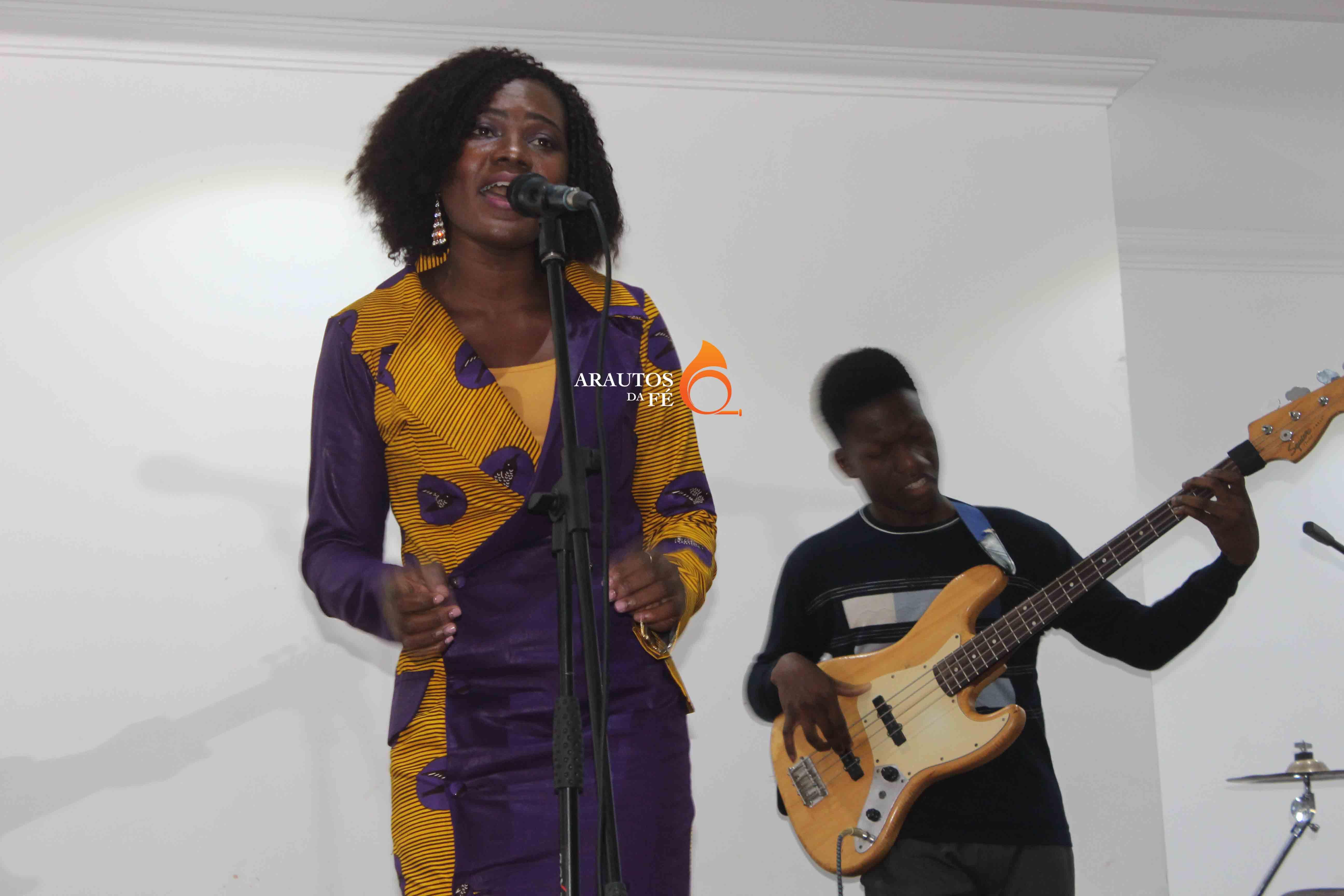 Regina Castelo, comemorou aniversário com concerto de música