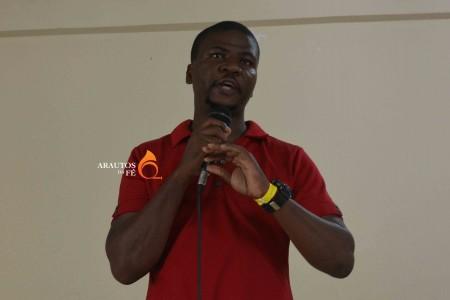 Há mais de um século Angola só recebe missionários - líder juvenil quer mudar paradigma