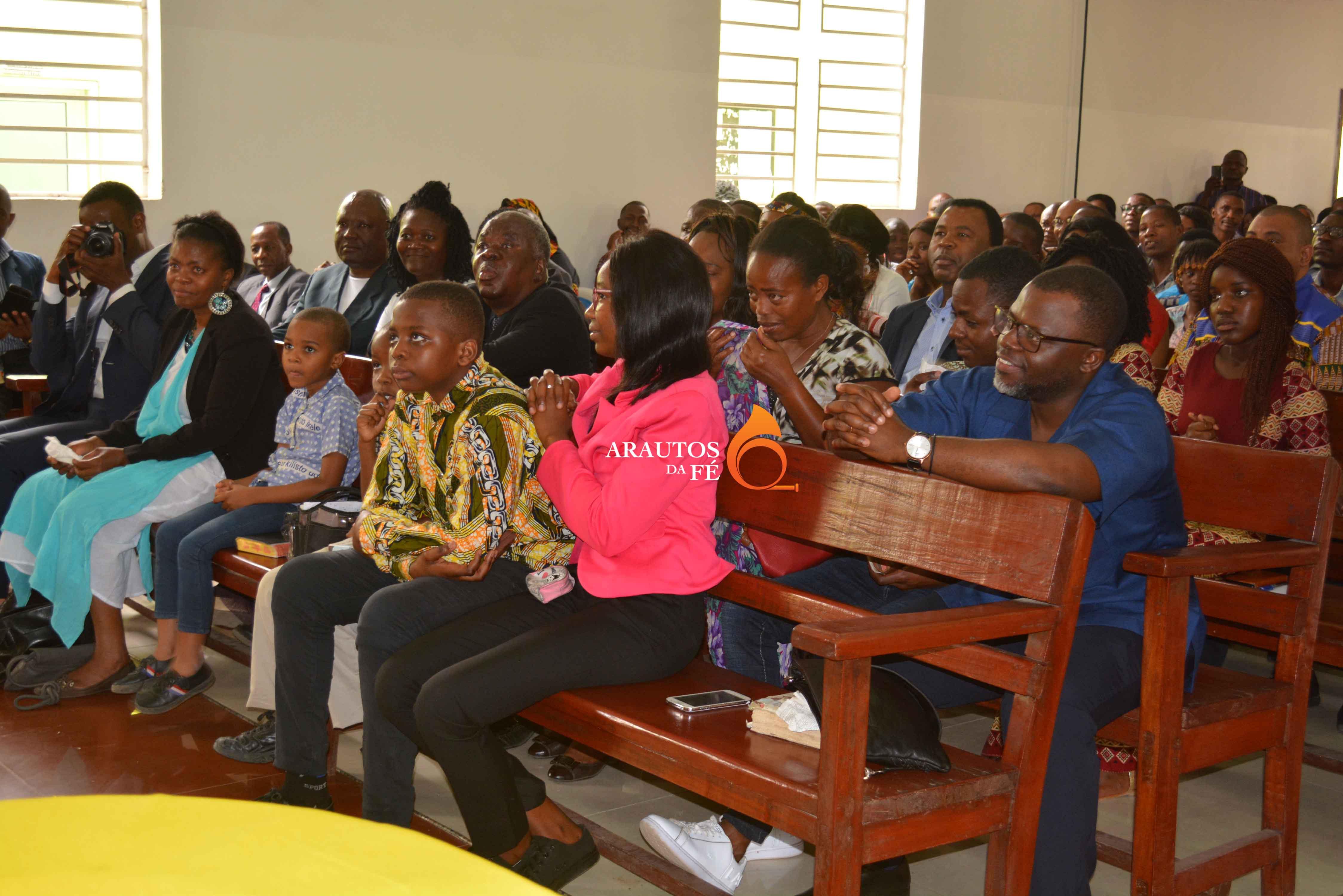 Familiares do Pastor e várias personalidades   testemunharam o acto.