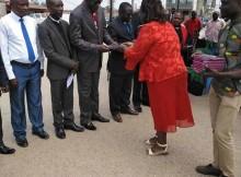 SBA vende Bíblias em Kikongo no Uíge.
