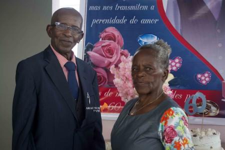 Casados há 60 anos têm 10 Filhos, 36 netos, 26 bisnetos e trisneta - anciãos agradecem a Deus pela família