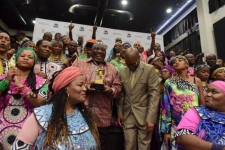 Presidente sul-africano homenageia coro Soweto Gospel vencedor do Grammy